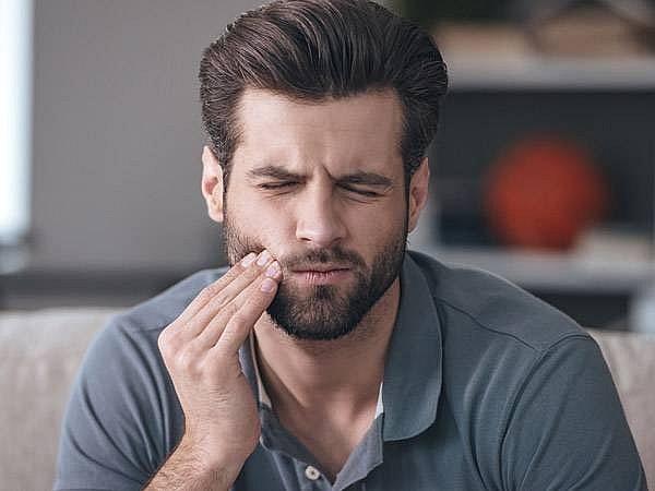 Mọc răng khôn sưng lợi là dấu hiệu nguy hiểm cần chú ý