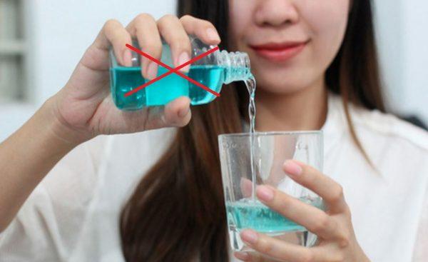 Dùng nước súc miệng đúng cách để giữ răng trắng khỏe