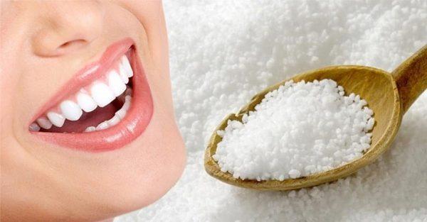 Cách làm trắng răng hiệu quả nhanh nhất tại nhà với muối