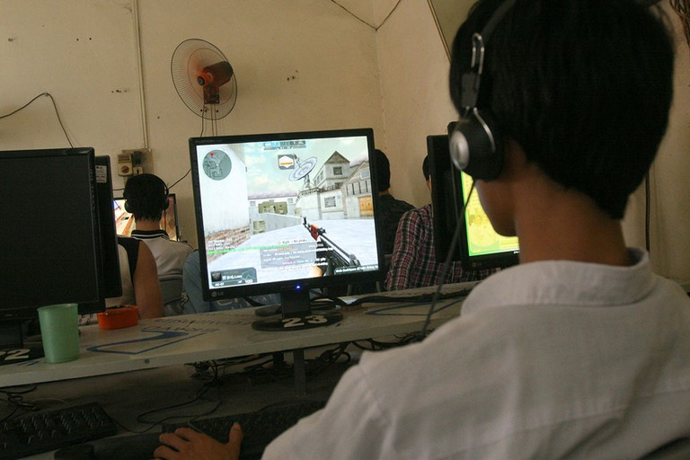 can-co-bac-si-tham-kham-cho-nguoi-nghien-game-online